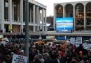 Le proteste al Met di New York