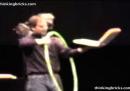 Steve Jobs dimostra il WiFi (con un cerchio), nel 1999