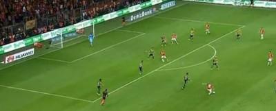 I gol di Sneijder in Galatasaray-Fenerbahçe