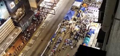 """Il video dei manifestanti di Hong Kong che cantano """"Bella Ciao"""""""