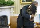 Le foto di Obama che abbraccia l'infermiera guarita da Ebola