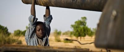 Perché il prezzo del petrolio continua a scendere?