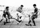 Omar Sivori in azione durante una partita Juventus Roma