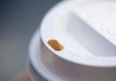 Il coperchio col buco dei bicchieri da caffè