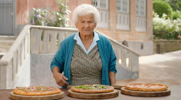 Anziani di Sorrento assaggiano le nuove pizze di Pizza Hut