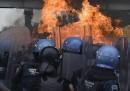 Gli scontri a Città del Messico per gli studenti scomparsi