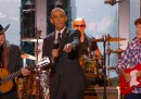 Il video di Obama che canta, diciamo, con Willie Nelson e John Fogerty