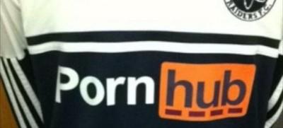 La squadra di calcio universitaria inglese che ha provato a usare PornHub come sponsor