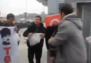 Il video dei marinai americani aggrediti a Istanbul