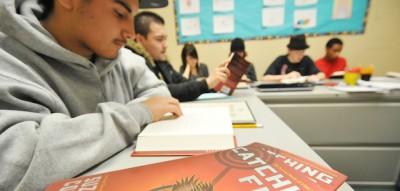 Per far leggere libri ai ragazzini, bisogna smettere di consigliare loro cosa leggere?