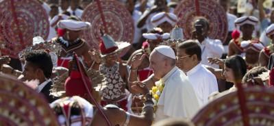 Le foto di papa Francesco in Sri Lanka