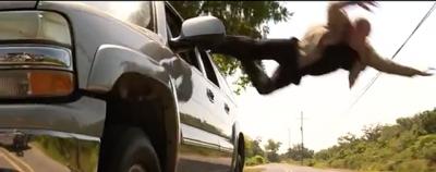 Come lanciarsi da una macchina in corsa