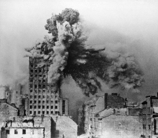 Gli effetti di un proiettile da due tonnellate tedesco sulla torre Prudential (Sylwester Braun)