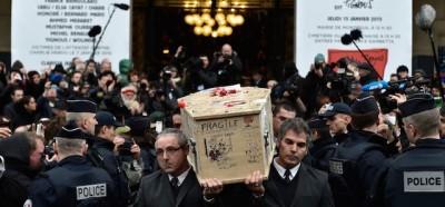 Un altro giorno di funerali a Parigi