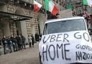 Le foto dei tassisti a Torino contro Uber