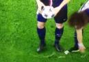 """Il video di David Luiz che """"sposta"""" la schiuma dell'arbitro durante PSG-Chelsea"""