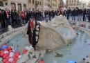 Le foto di Piazza di Spagna rovinata