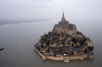 La cittadina di Mont Saint-Michel è stata evacuata per la presenza di una persona sospetta