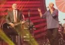 Il presidente slovacco che suona la chitarra a un concerto rock