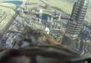 Il volo di un'aquila dal grattacielo più alto del mondo