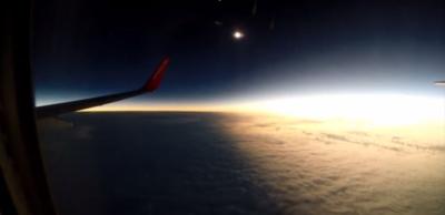 In volo durante l'eclissi