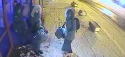 Il video delle tre adolescenti inglesi che si sono unite all'ISIS, a una stazione degli autobus di Istanbul