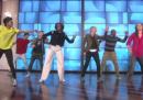 """Il video di Michelle Obama che balla """"Uptown Funk"""" con Ellen DeGeneres"""