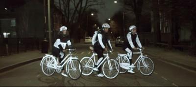 La vernice per prevenire gli incidenti dei ciclisti, studiata da Volvo