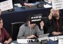 Gli oggetti dei migranti, mostrati al Parlamento Europeo