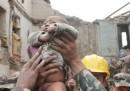 Le foto del bambino ritrovato in mezzo alle macerie del terremoto in Nepal