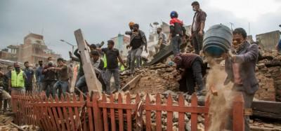 Più di duemila morti nel terremoto in Nepal