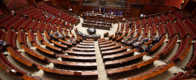 La foto della camera vuota il post for Formazione della camera dei deputati