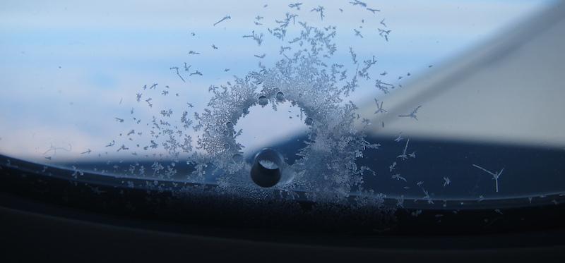 A cosa serve il buco nei finestrini degli aerei il post for Come ridurre il rumore nella cabina dell auto