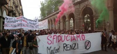 La protesta a Bologna contro Renzi – foto
