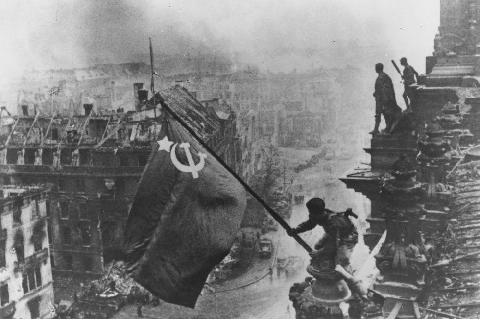 Risultati immagini per sovietici a berlino