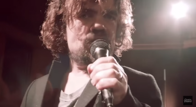 Peter Dinklage – Tyrion – celebra in una canzone i morti di Game of Thrones