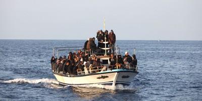 Gli sbarchi dei migranti sono davvero un pericolo?
