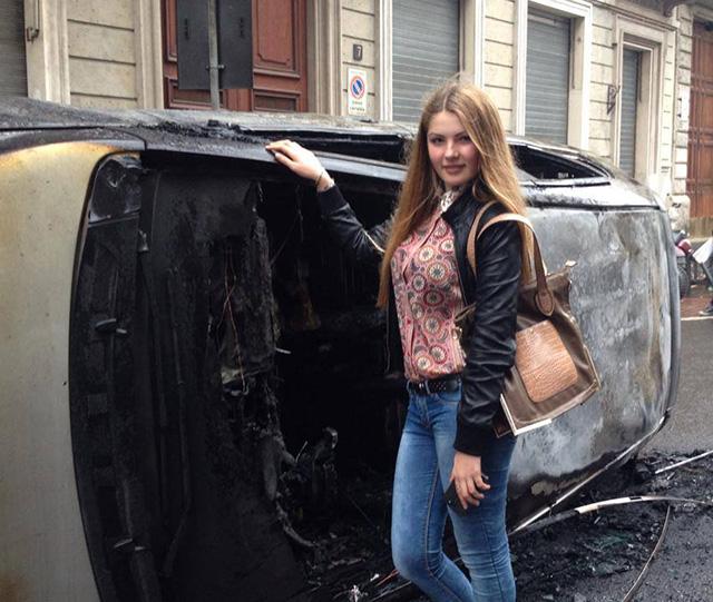 ragazza_auto_bruciata