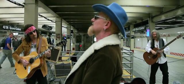 Gli U2 che suonano nella metropolitana di New York - Il Post
