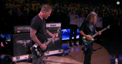 I Metallica suonano l'inno americano alle finali NBA