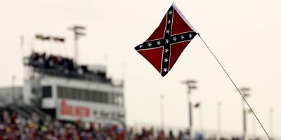 Perché alcuni tifosi di calcio usano la bandiera confederata?