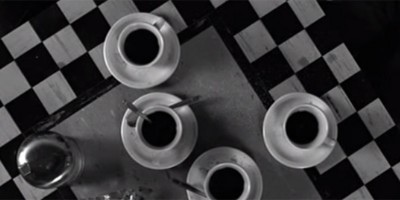 Bere caffè appena svegli è inutile?