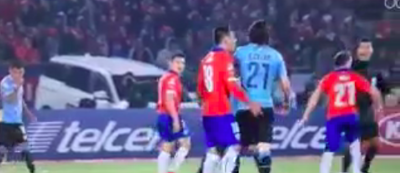L'assurda espulsione di Cavani durante la partita Cile-Uruguay