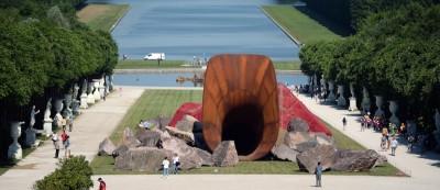 Le monumentali installazioni di Anish Kapoor a Versailles