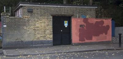 Storia di un muro rosso