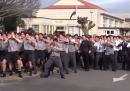 La haka di 1700 studenti per il funerale del loro professore