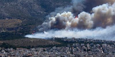 C'è un grande incendio ad Atene