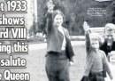 La prima pagina del Sun con la Regina Elisabetta che fa il saluto nazista da bambina