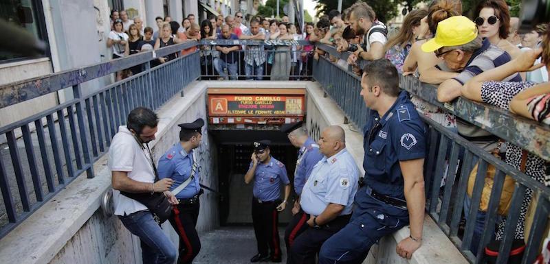 Roma, bambino muore cadendo nell'ascensore della Metro Furio Camillo