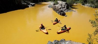Il fiume diventato giallo in Colorado